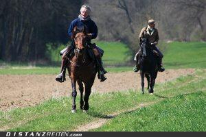 Männer und Pferde – das ist Freiheit und Abenteuer! Albert Fichtel (links) ist einer der bekanntesten Vertreter dieser Spezie in Deutschland. (2009 noch ohne Helm!). Grastälerpassage, Foto: Christian Lüke