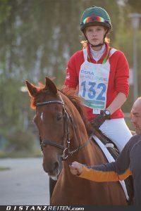 """Annette Schwartze, die zweimalige Jugendmeisterin (2006 und 2007), gehört zu den wenigen Reitern, die sich auch schon mal ohne Pferd auf die Strecke gewagt haben. """"Ich bin schon mal einen Marathon gelaufen, ich wollte wissen, wie sich das anfühlt."""" Aber mit Pferd hat sie sich deutlich wohler gefühlt: """"Die letzten 25 Kilometer waren hart, mir tat alles weh!"""""""